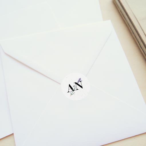 Sticker de mariage lavande et initiales