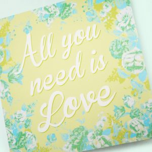 Faire-part-mariage-All-you-need-is-love-fleurs-musique-disque-vynil-33tours