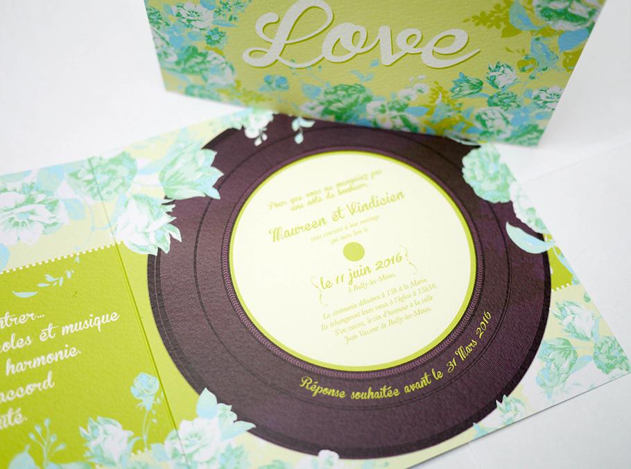 Faire-part de mariage sur le thème de la musique All you need is love, disque vinyl