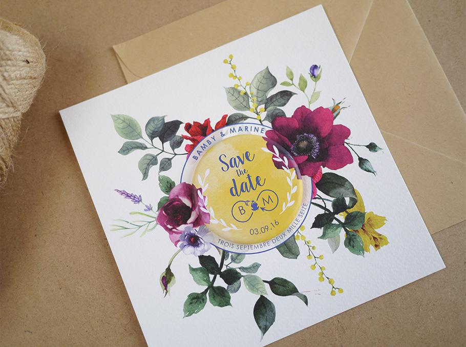 Save the date de mariage sur mesure, fleurs modernes. Fond blanc et jaune, ecritures bleues