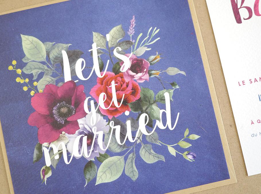 Création d'invitation de mariage floral a l'aquarelle. Fond bleu 'Let's get married'