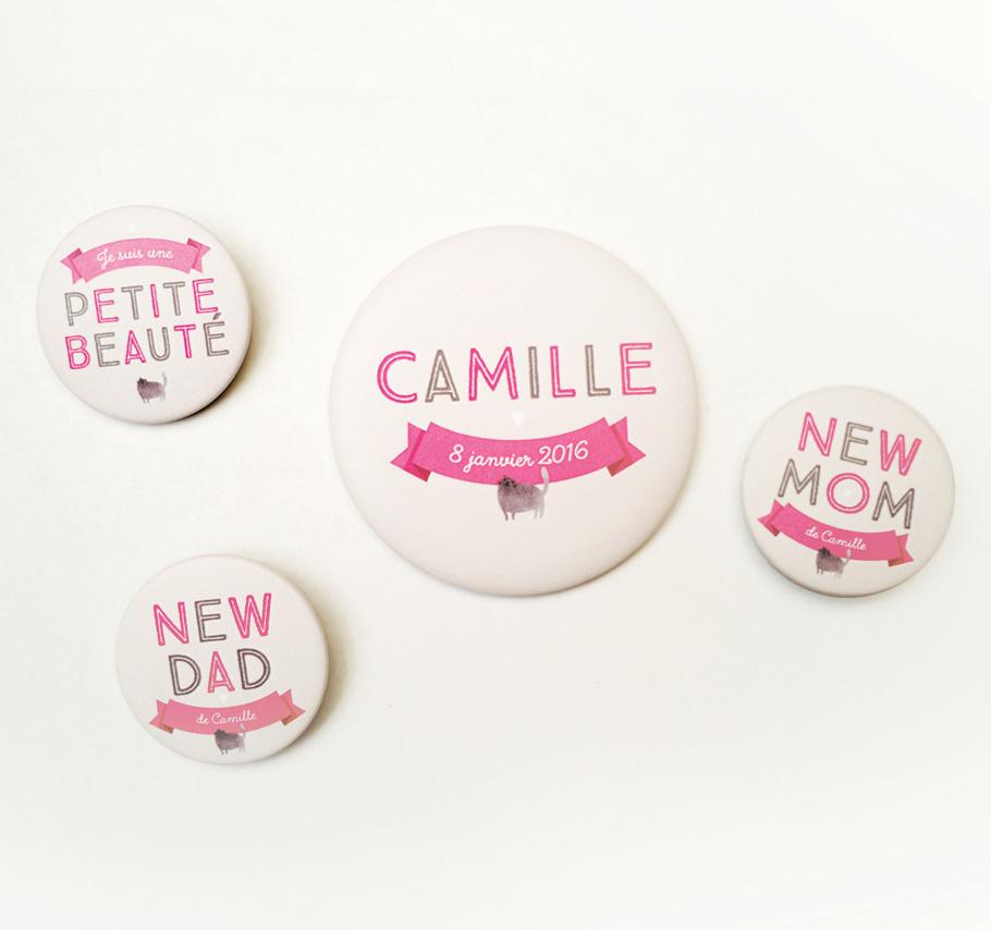 Création de faire-part de naissance fille original. Badges et magnets