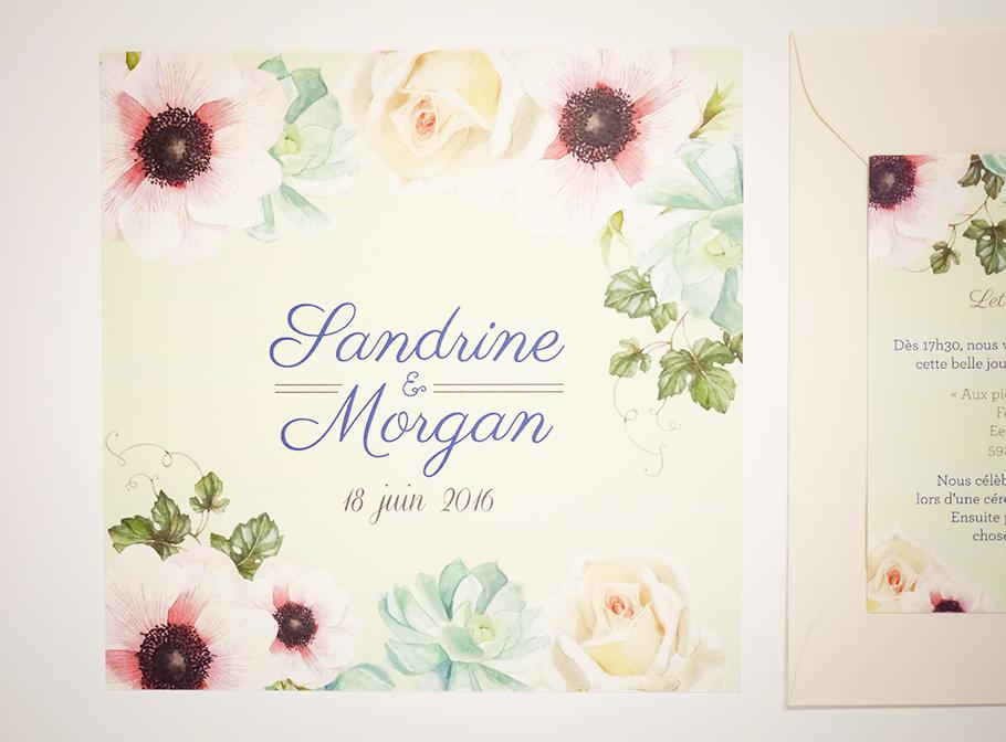 Invitation de mariage avec fleurs à l'aquarelle. Rose blanche, pivoine, succulente et lierre illustrées.