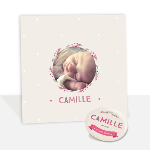 Faire part naissance fille Camille rose et beige. Motif coeur et fleurs autour de la photo de bébé