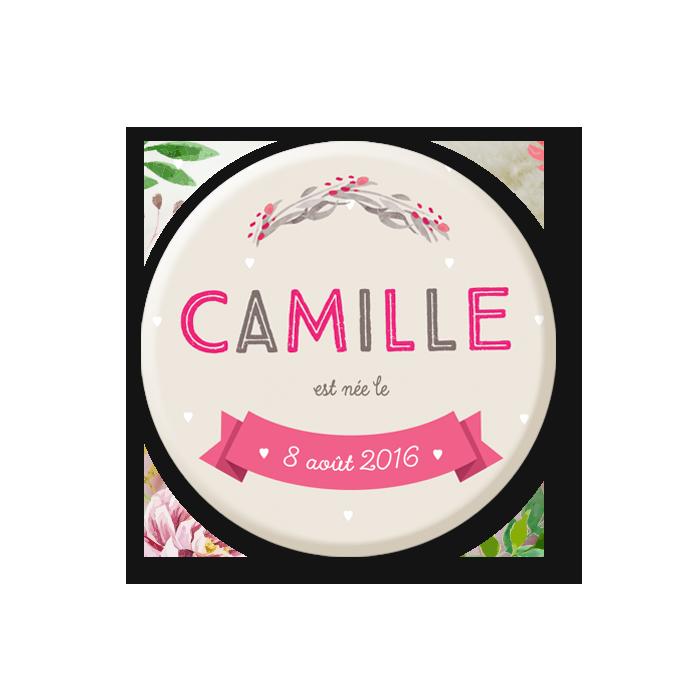 Faire part naissance magnet fille beige gris et rose. Camille et texte sur banderole. Motif fleurs à l'aquarelle