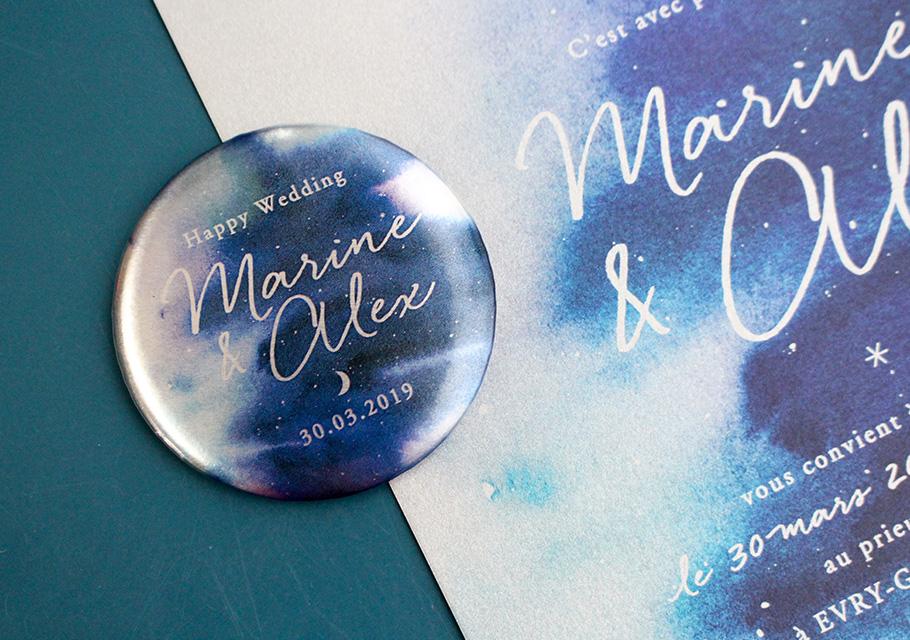 Save the date magnet badge métal, thème étoiles, lune, ciel nuit.