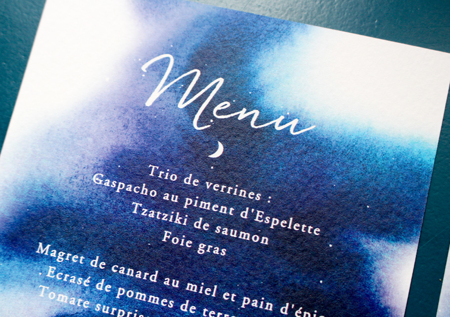 Menu mariage Lune, étoiles sur fond bleu nuit à l'aquarelle