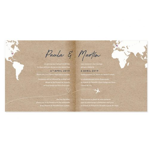 faire-part mariage voyage international carré, papier kraft et carte du monde blanche. Drapeaux des pays. Texte invitation mariage bilingue.