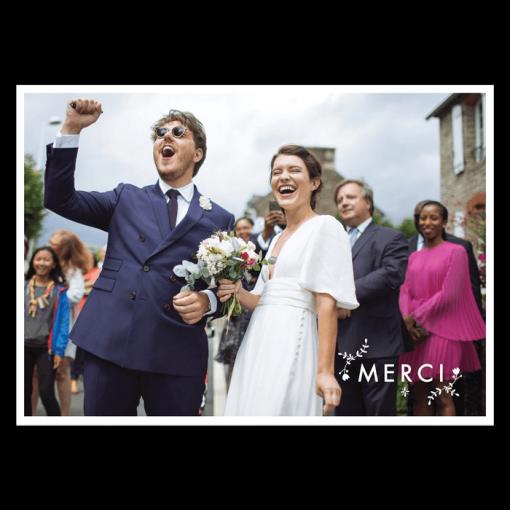Carte remerciements de mariage. photo des mariés avec le texte de votre choix.