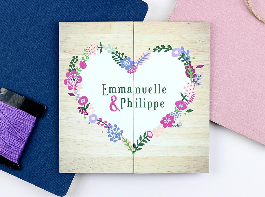 faire-part mariage montagne avec coeur de fleurs et végétale. Ouverture par le milieu