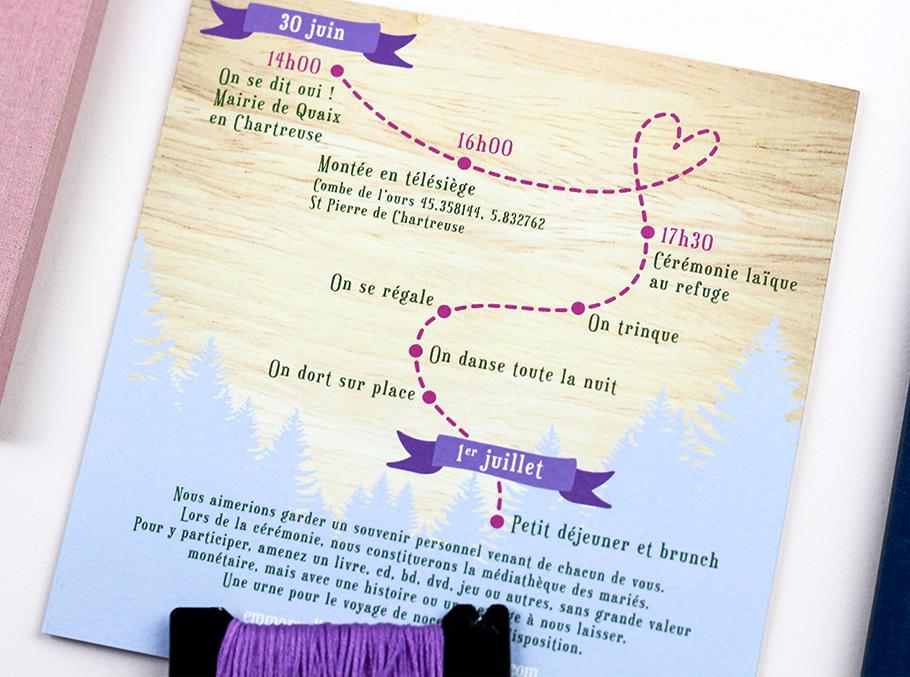 Programme mariage dessiné sous forme de parcourt, thème montagne avec fond bois.