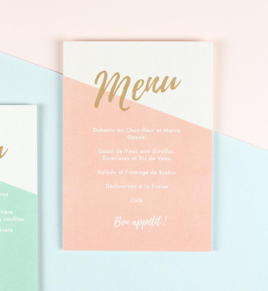 menu mariage sur fond rose pale, couleur or doré