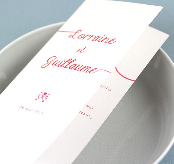 menu mariage rose rouge sur fond blanc