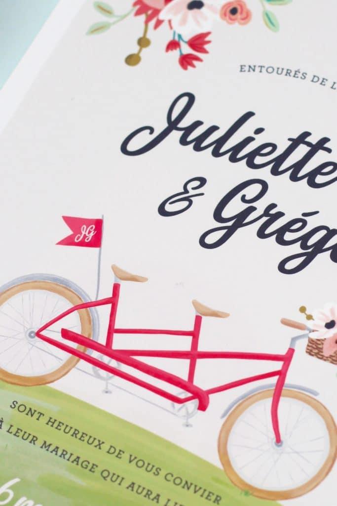 faire-part mariage dessin vélo tandem avec fanion qui reprend les initiales des mariés