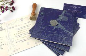 Faire part mariage Tolkien, cachet de cire, carte, parchemin, fond bleu nuit.